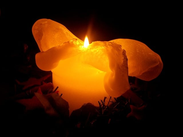 Božićno proricanje sa svećom