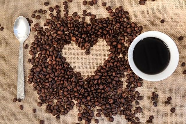 Gatanje iz taloga kafe – simbol srce