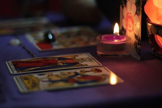 Tarot karta Četiri kupa – razdoblje unutrašnjeg nezadovoljstva