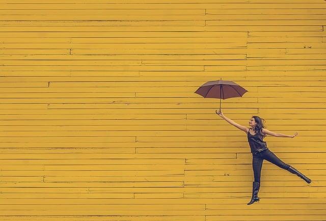 Gatanje iz taloga kafe – simbol kišobrana