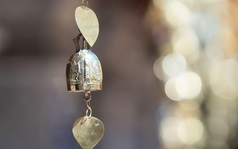 Gatanje iz taloga kafe – simbol zvono