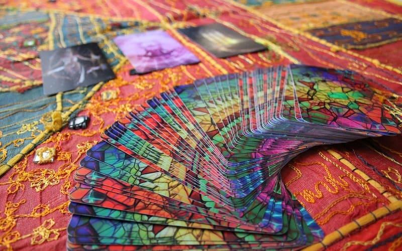 Tarot: karte otkrivaju iskrene i lažne prijatelje drugi deo