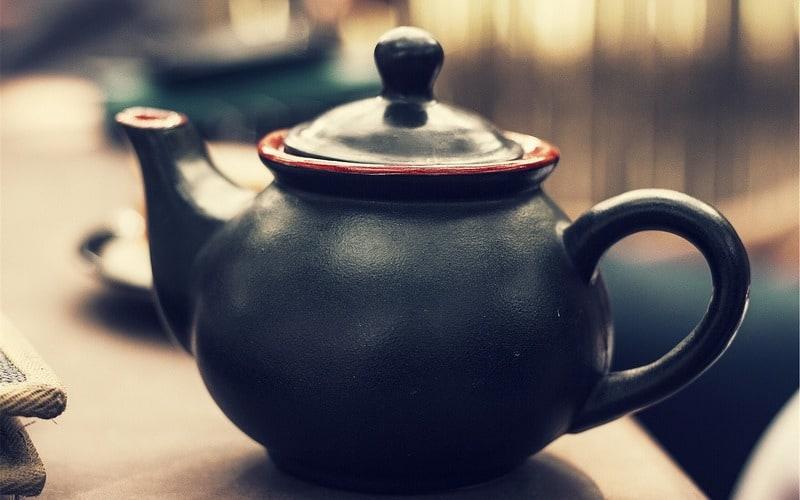 Gatanje iz taloga kafe – simbol čajnik