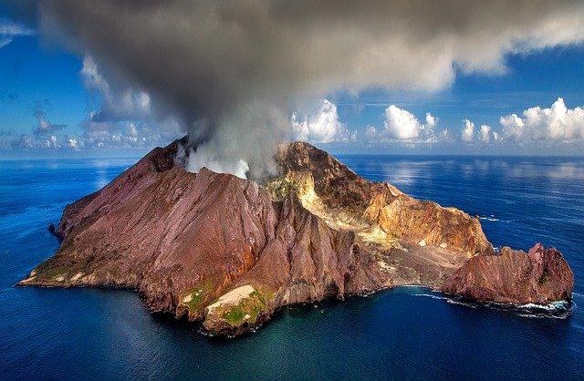 Gatanje iz taloga kafe – simbol vulkana