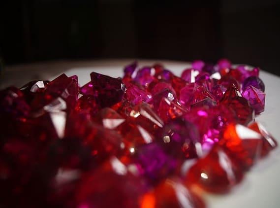 Gatanje sa crvenim kristalima